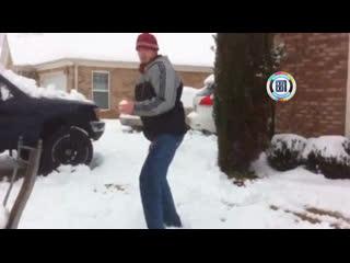 Когда играешь в снежки со старшим братом