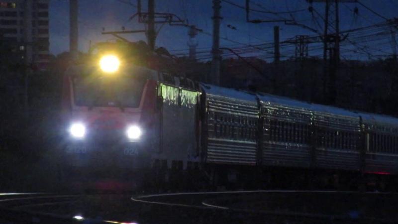 ЭП20-024 с поездом№132М Новозыбков-Москва, ВЛ10-421 с грузовым перегон Нара-Бекасово 1 28.07.2019