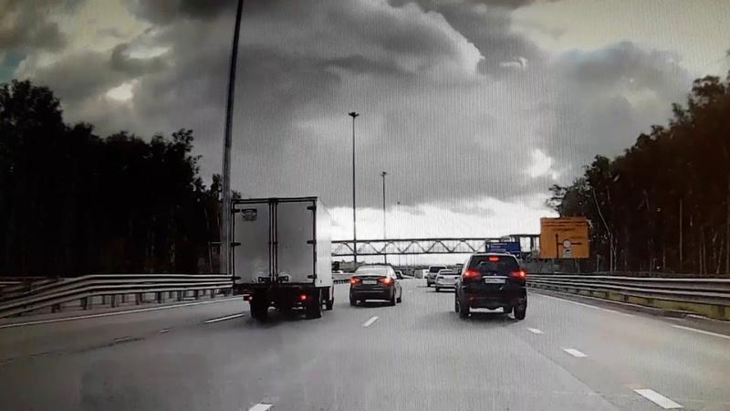 Водители, будьте внимательны! Чуть не произошла авария.