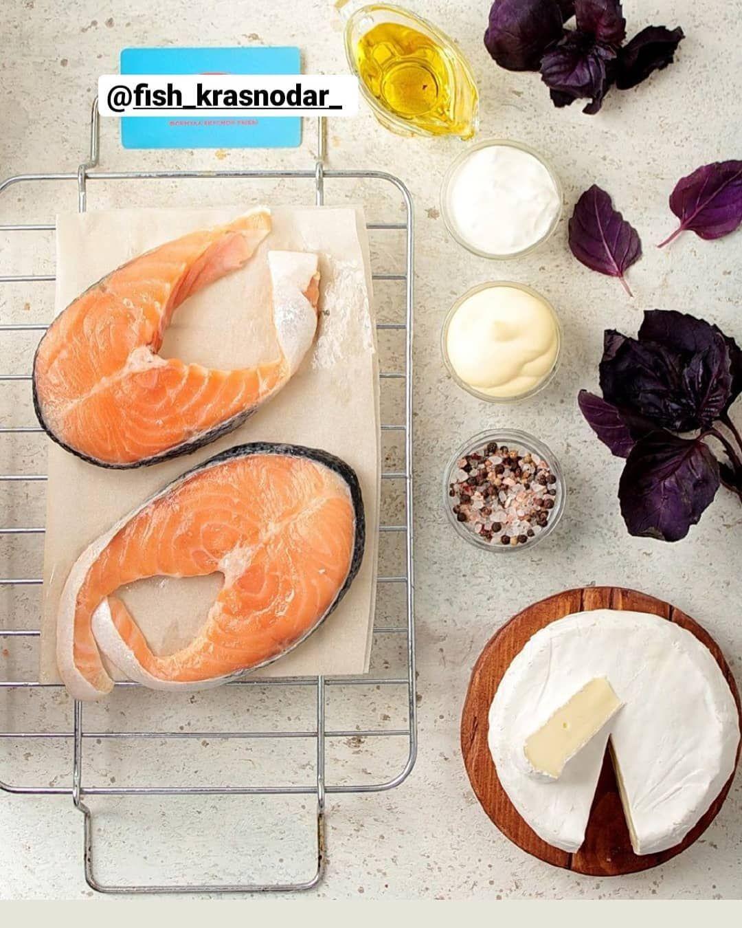 Запечённые стейки сёмги с базиликом и сыром бри