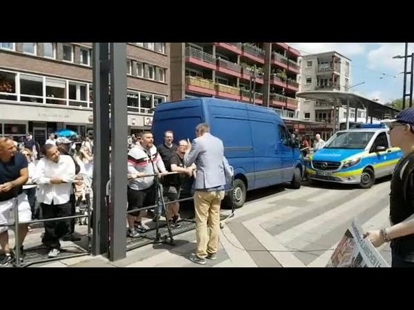 Moslem beleidigt in Gelsenkirchen Einsatzleiter der Polizei will keine Personalien aufnehmen