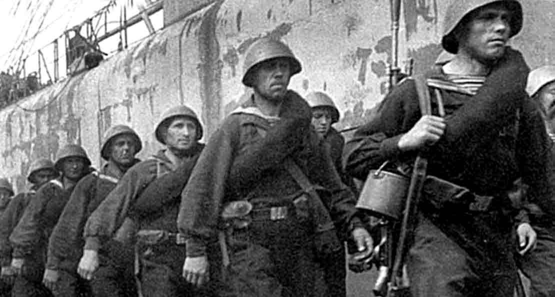 На защиту Севастополя
