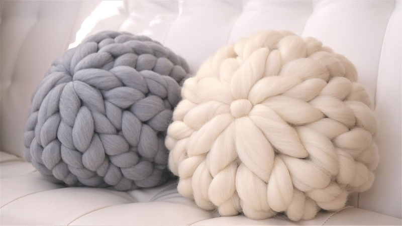 HOW TO HAND KNIT A ROUND PILLOW IN 15 MINUTES OR LESS