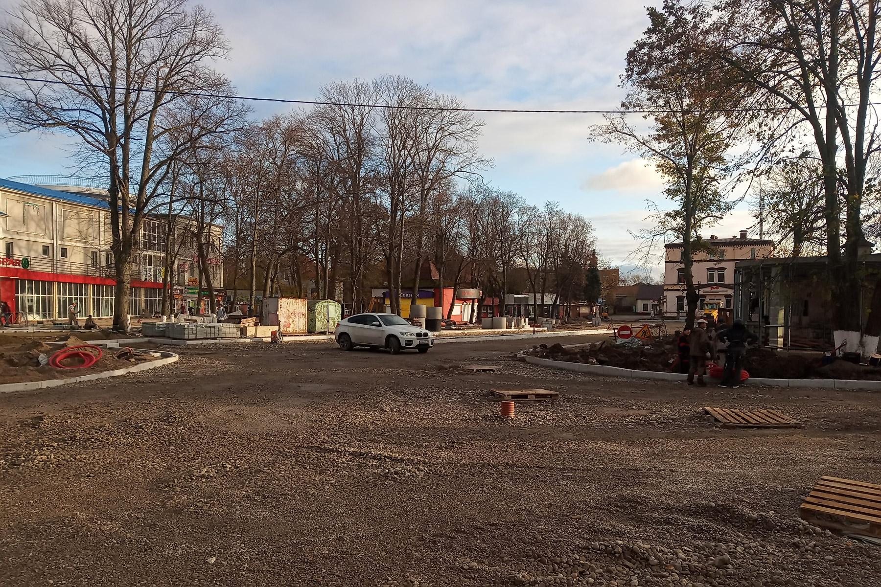 Состояние привокзальной площади Зеленоградска 30 октября 2019