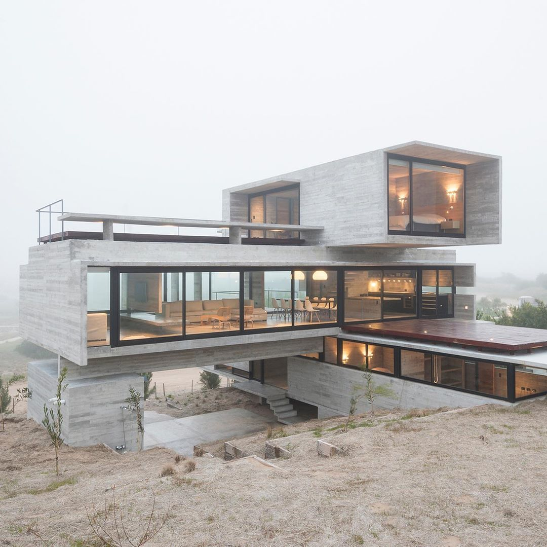 Lucianokruk arquitectos and is located in CostaEsmeralda, Argentina