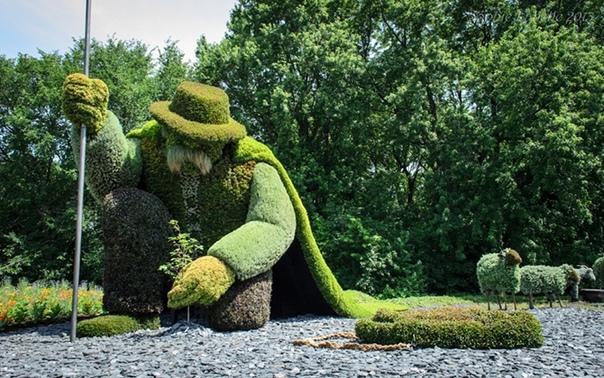 Искусство топиари Искусство топиари это один из разнообразных видов ландшафтного дизайна, в котором деревьям и кустарникам придается определённая форма. Она может быть строго геометрическая, в