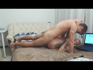 Милашка решила подзаработать на стримах и показала насколько опытны у нее дырки (Русское Домашнее Home Порно Секс Porn Sex) 18+