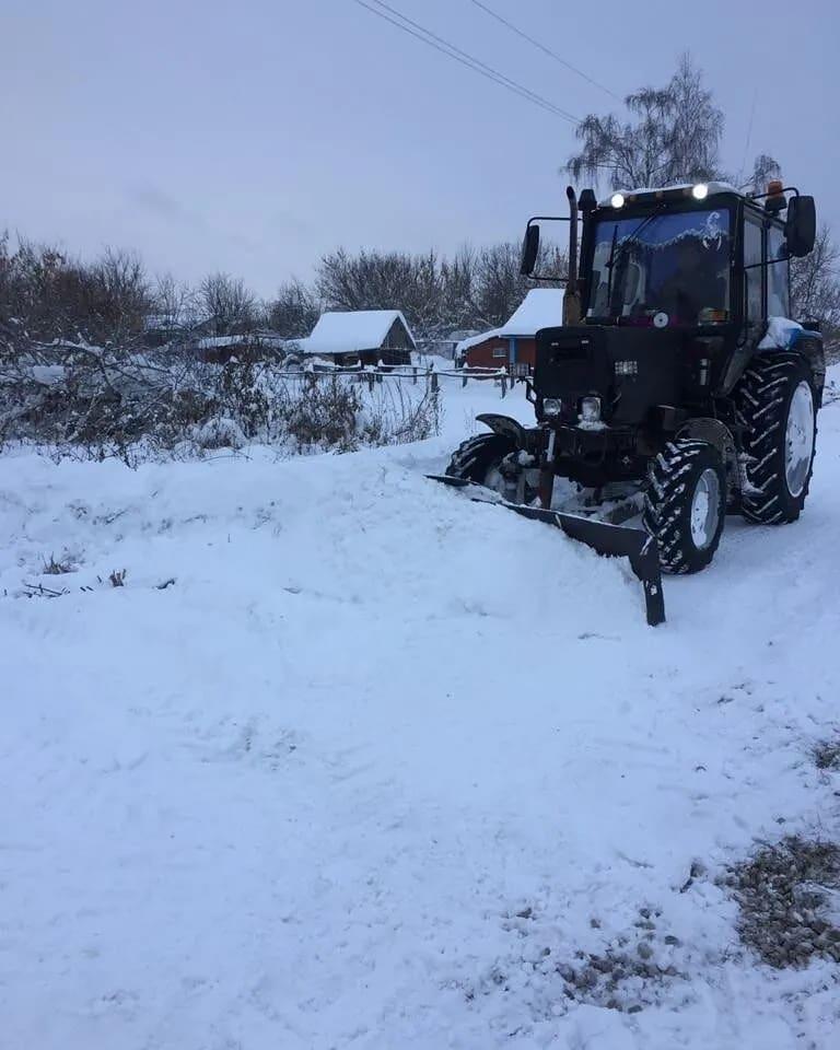 К расчистке от снега улиц в сёлах Петровского района привлечена техника местных аграриев