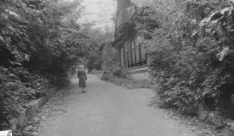 Дома в начале улицы Труда в районе перекрестка с набережной Грина. 1970-е гг. Фото:. Б. К. Лысов.