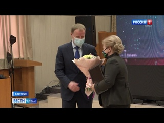 Губернатор Алтайского края вручил награды учёным-лауреатам конкурса «Интеллектуальный капитал Алтая».