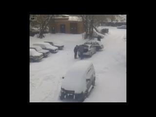 ДТП Москва - Сливает бензин