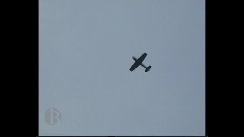 Відеохроніка учбового ЯК 50 у небі над с Вигода Одещина 09 05 2011