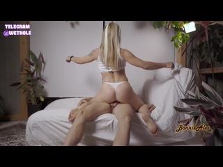 Долбит словно молотом (блондинки порно русская секс молодая зрелая ебут трахает большие сиськи в чулках худая