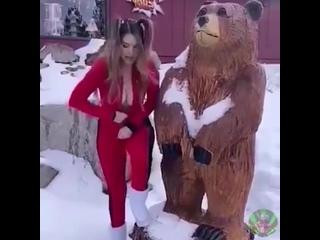Хотела сфоткаться с медведем да молния взяла и подвела, придется в другой раз попробовать)