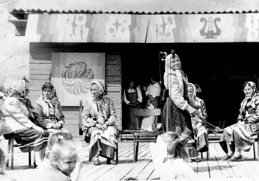 Фото 1980-ых, стадион посёлка Коноша, выступление уроженок
