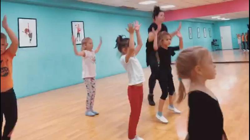 Эстрадные танцы группа 6 8 лет