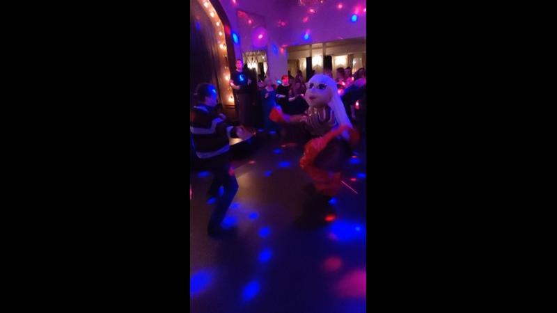 Анжелика поздравляет женщин с 8 марта Танцует и гадает гостям ресторана Вкус граната г Калуга