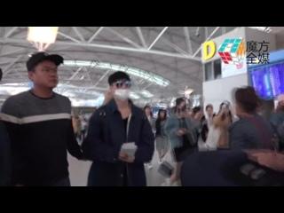 171028 EXO Lay Yixing @ Shenzhen From Incheon Airport