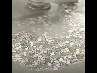 Камень и искусственный гранит с последующей шлифовкой.