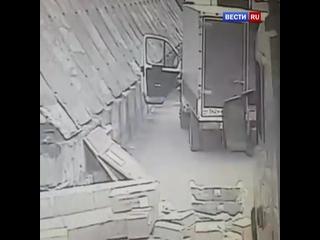 """Водитель выскочил из """"Газели"""" за секунду до столкновения"""