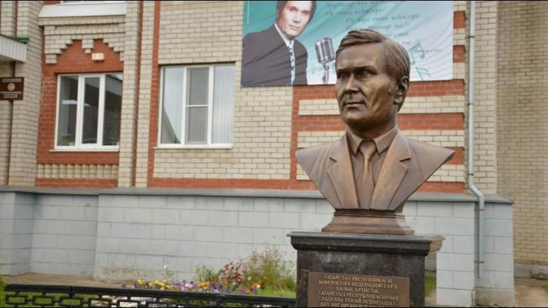 Торжественное открытие в с Сарманово памятника бюста Ильгаму Шакирову