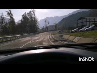 Горный серпантин Альпийского шоссе в Роза Хутор
