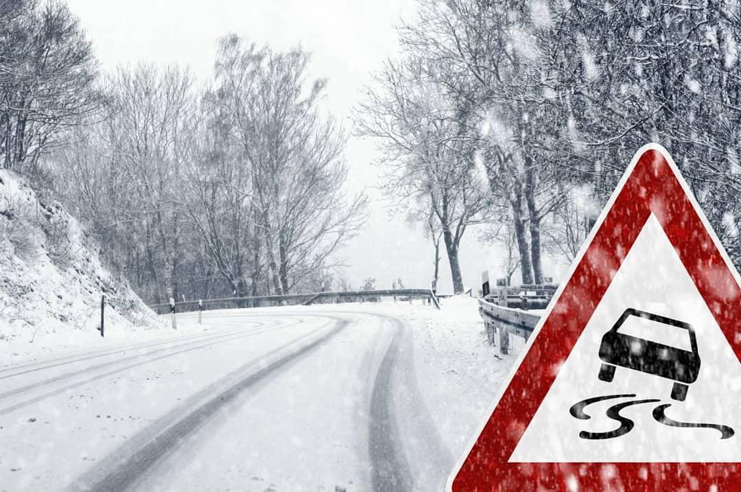 Госавтоинспекция региона просит водителей соблюдать скоростной режим: в Саратовской области ожидаются сильный туман и снегопад
