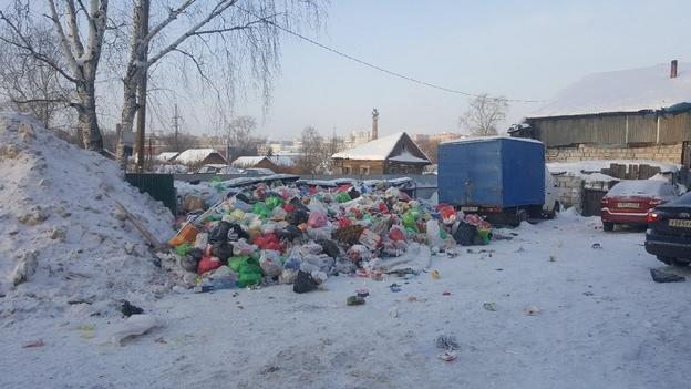Площадка в районе домов №1 и 3 по Луговому переулку в новогодние праздники