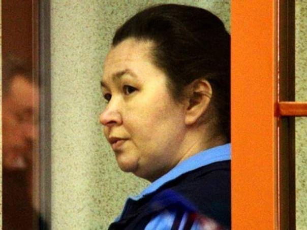 Самая массовая серийная убийца современности, на ее счету целых 17 жертв Гайдамачук прозвали «Раскольников в юбке» а все потому, что она убивала исключительно одиноких старушек. Родилась Ирина в