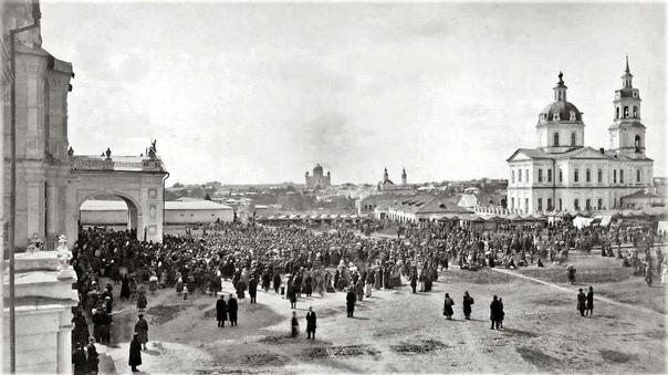 г. Вятка. Начало XX в. Кафедральная (Соборная) площадь в праздничный день.