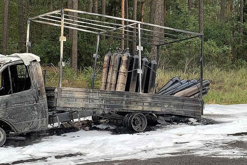 На трассе М-1 горел грузовик с кислородными баллонами