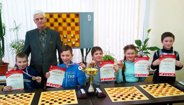 Сегодня свой день рождения празднует педагог, шашист