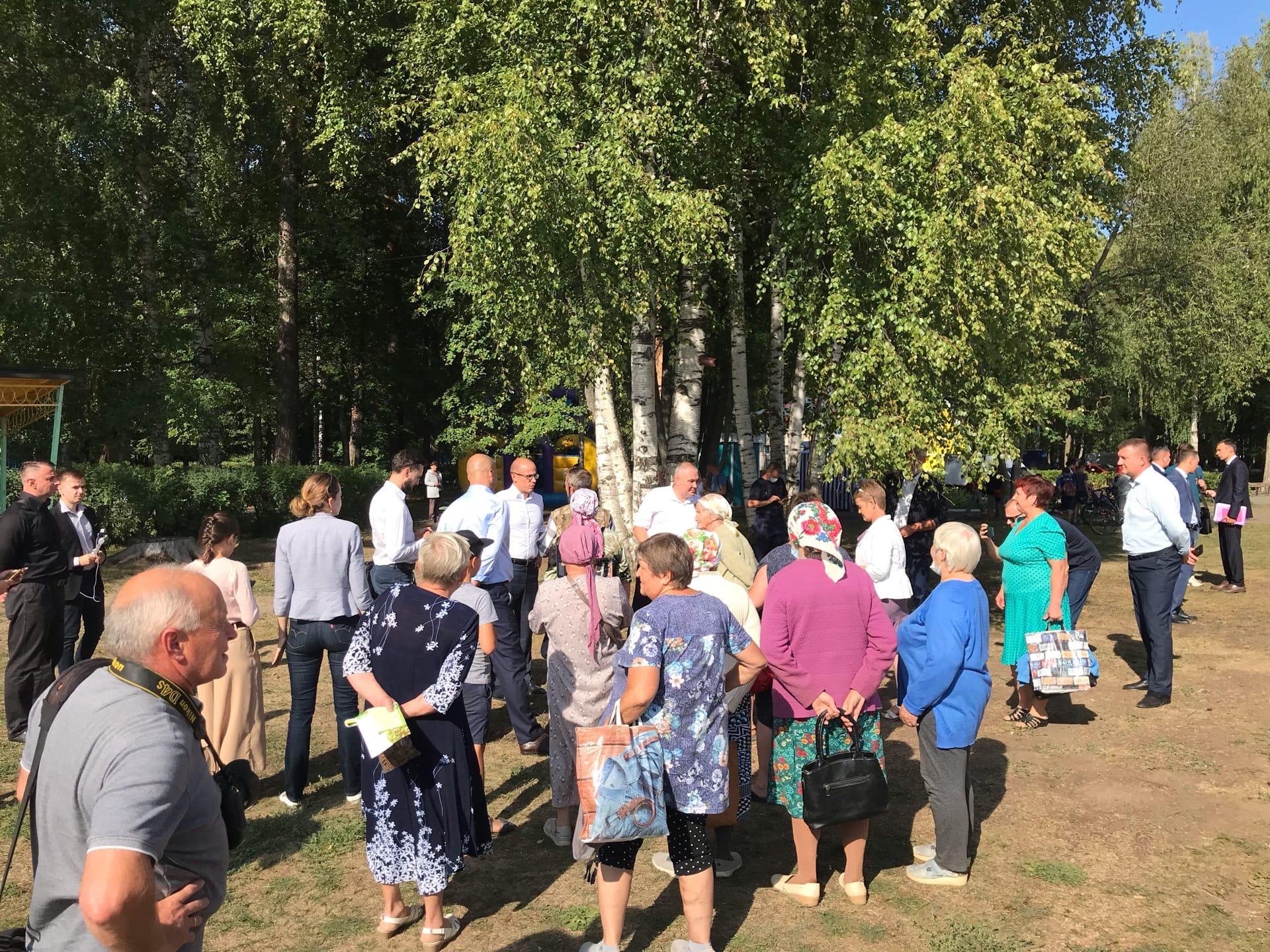Александр Бречалов уже в городском паркеНапомним, встреча