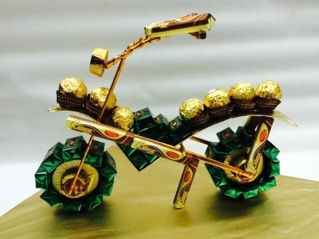 как сделать мотоцикл из конфет своими руками пошагово,