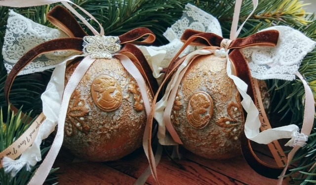 Праздничный декор своими руками: мастерим новогодние шары и игрушки (МК и идеи), Новый год, новогоднее, к Новому году, зимние праздники, зима, новогодние праздники, новогодние развлечения, Новый год 2021, Новый год 2022, Новый год 2023, интересное про Новый год, Дед Мороз, Санта-Клаус, как встречать Новый год, новогодние традиции, новогодние игрушки своими руками, как сделать новогодние игрушки своими руками, украшаем новогодние шары, мастер-класс украшения шаров, новогодние игрушки своими руками, ноыогодние шары своими руками, праздничное настроение, новогоднее рукоделие,