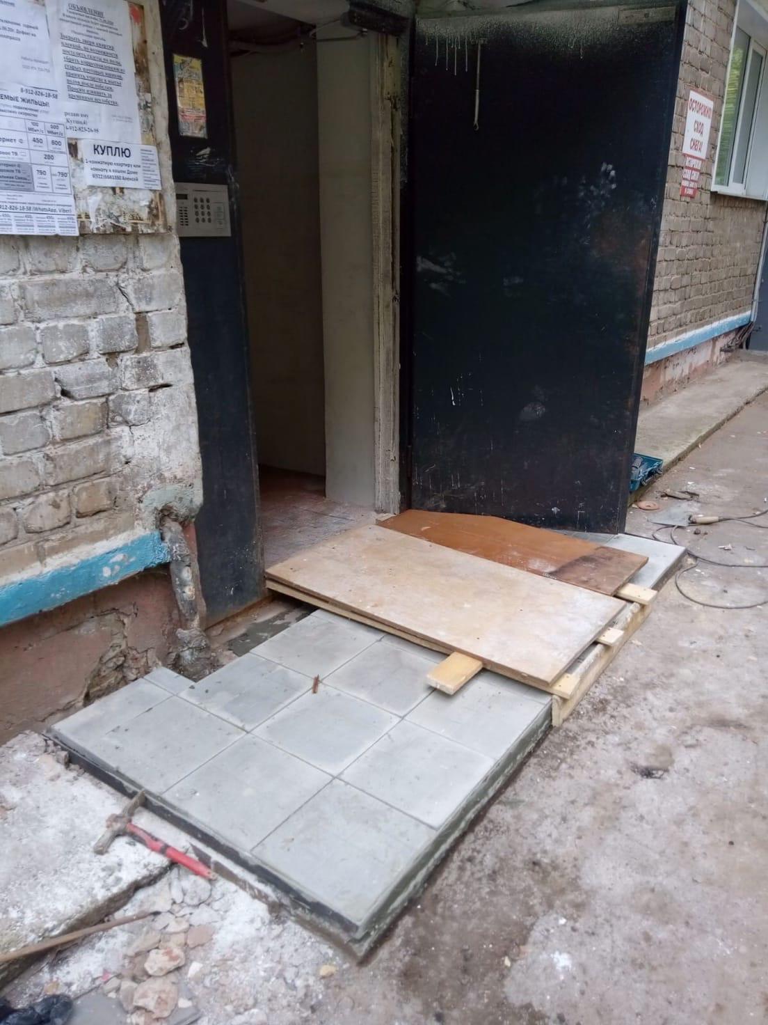 Улица Большева дом 10 ремонт крыльца 1