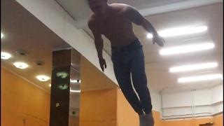 """Саша Пронин on Instagram: """"Движовый такой видик.  #ddfam #parkour #trampoline #samara"""""""