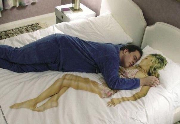 Муж спит а жену ебут Вам