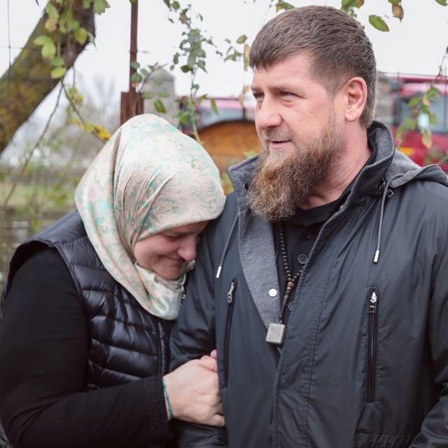 Рамзан Кадыров: Иногда наступает такое время, когда на сердце валится серый камень печали... Ты живёшь так же как и жил, но тебе начинает казаться, будто все вокруг становится блеклым и грустным. И вот однажды, совершенно неожиданно, кто-то запускает в твои волосы заботливую руку и нежно проводит ею по твоей больной голове. И происходит это как тогда, в те минувшие времена, когда ты, маленький, боясь, что о твоей проказе узнают РОДИТЕЛИ, приходил к Ней... Часто грязный от уличных игр и шалостей и заплаканный от внезапно нахлынувших угрызений совести. И тогда эта понимающая, тёплая и заботливая рука гладила твой чубчик. А ласковый голос Её убаюкивал твое расстроенное детское сердце... Это то самое целительное чудо, которое щедро дарит нам ВСЕВЫШНИЙ. И называется это необыкновенное, но так необходимое чудо - СТАРШАЯ СЕСТРА. ЗАРГАН, свет мой, бальзам сердца моего! Если бы ты знала с каким волнением и Любовью пишу я  каждое из этих слов, будто роняю слезинки благодарности самому ТВОРЦУ за то, что ОН подарил мне Тебя... И что же я могу пожелать Тебе, в Твой День Рождения??? Конечно, прежде всего здоровья. Необъятного семейного и личного Счастья. Побольше Радости. Неповторимой Радости за твоих прекрасных и очень талантливых детей.  Радости за все, что Ты самоотверженно делаешь на великом Пути нашего дорогого ОТЦА... И, конечно же, Радости за нас с нашей самой любимой МАМОЙ и всегда жизнерадостной ЗУЛАЙ... С Днём Рождения Тебя, ЗАРГАН! Бальзам сердца моего...❤️💐