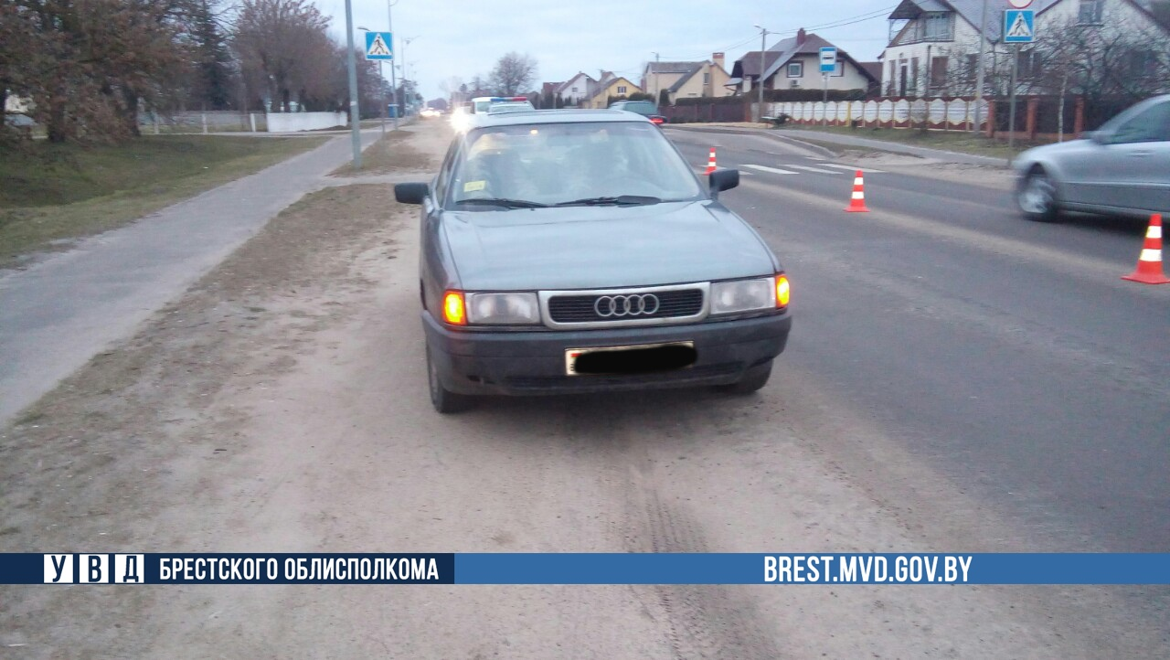 Водители «Mazda» и «Audi 80» сбили пожилую женщину в Кобрине