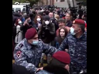 В Баку учредили день победы и провели парад, в Ереване – протесты