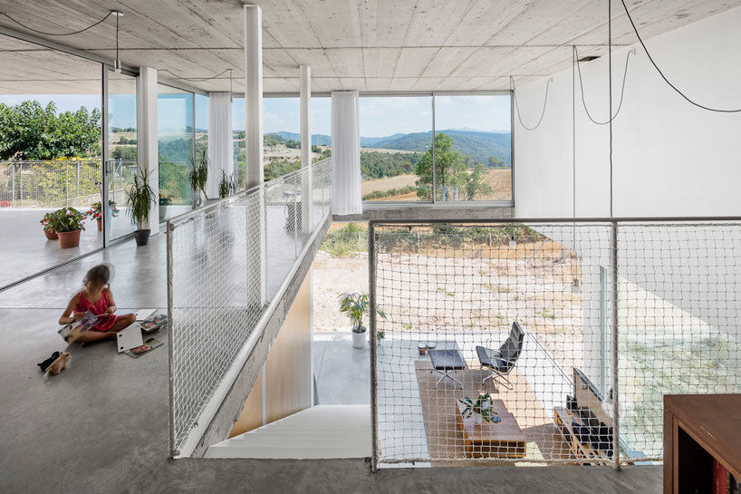 joan ramon pascuets   monica mosset (narch) have completed the 'calders house', a private home located in a small village in the center of catalonia.