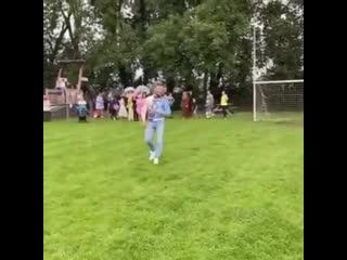 Конор Макгрегор бьет по воротам